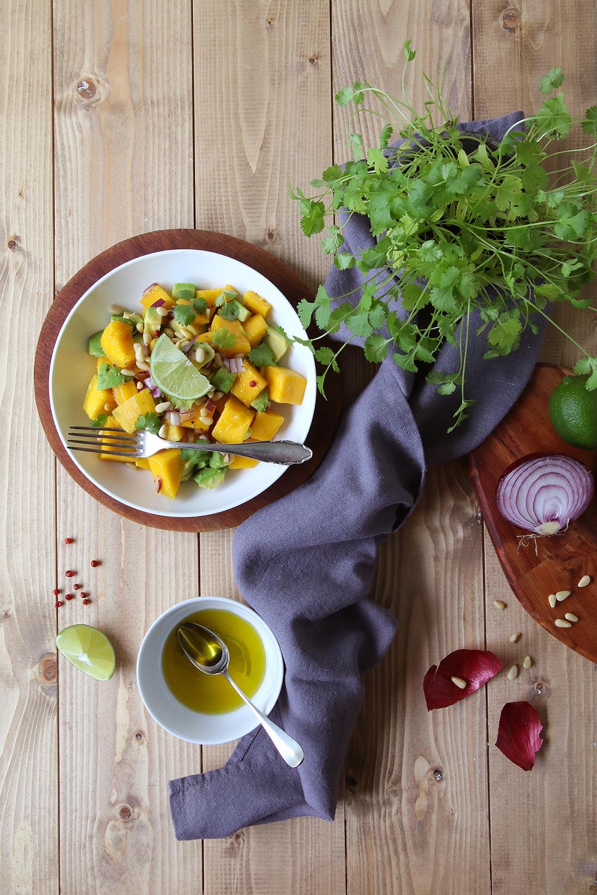 Salade d'avocats, mangues et coriandre