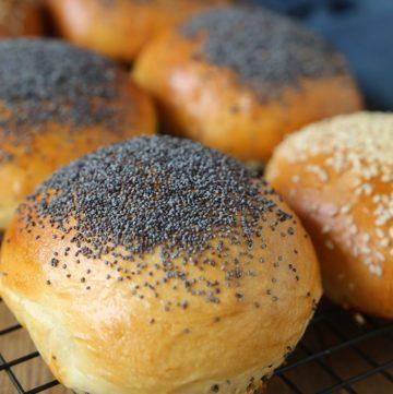 Buns ou petits pains briochés pour hamburgers