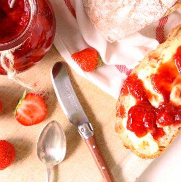Confiture de fraises aux graines de fenouil.