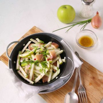 Salade de filets de truite fumée aux pommes
