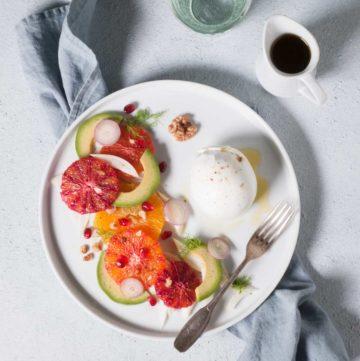 Salade d'agrumes, avocats et mozzarella