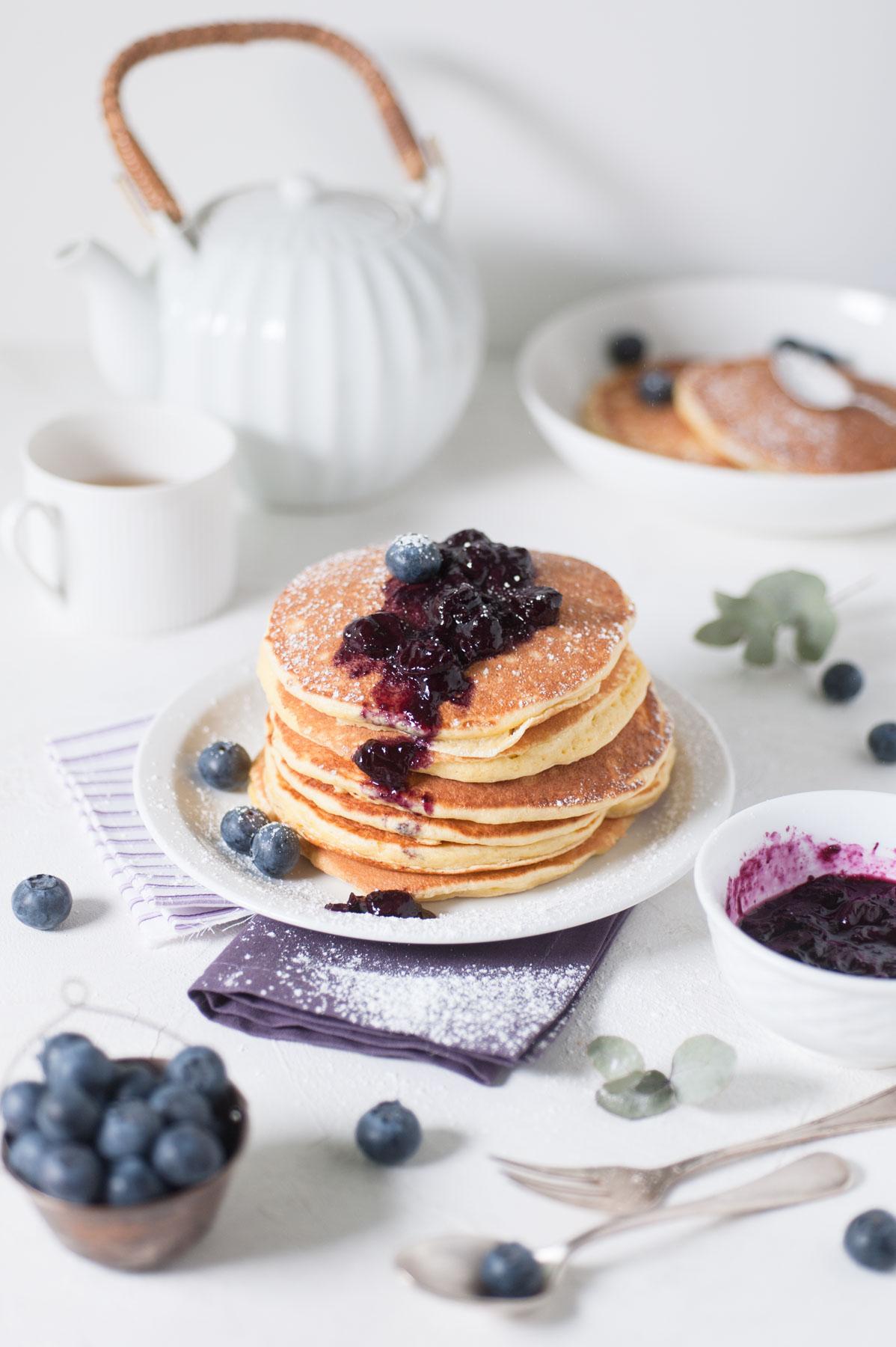 Pancakes hyper moelleux et épais avec leur compotée de myrtilles