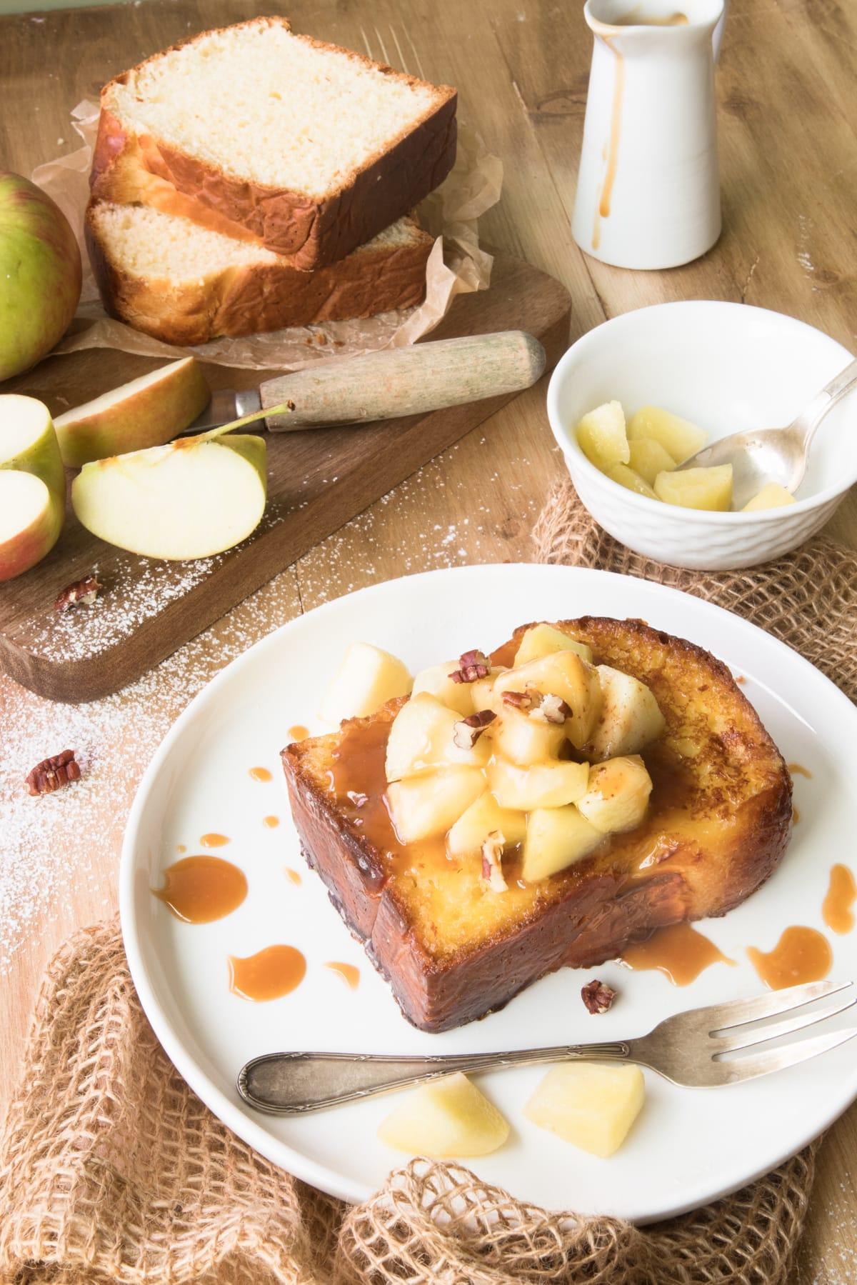 Pain perdu brioché aux pommes et au caramel au beurre salé