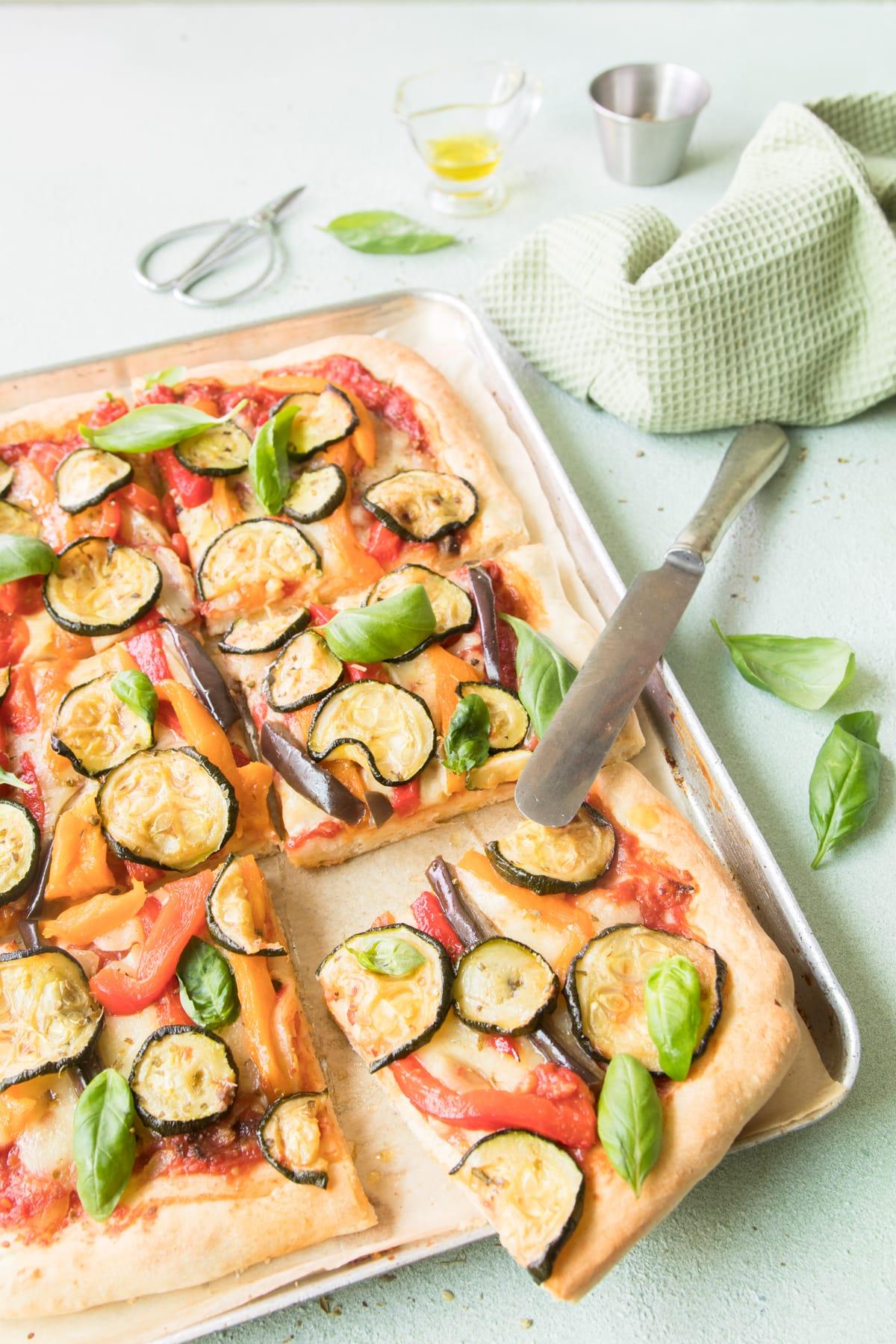 Pizza traditionnelle aux légumes grillés