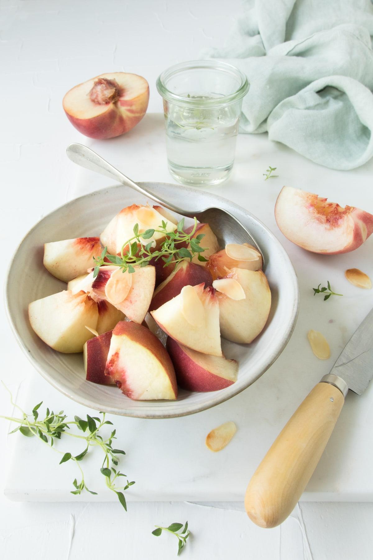 Salade de pêches blanches au sirop de thym